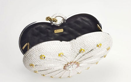 Chiếc túi Mouawad 1001 Nights Diamond Purse trị giá 3,8 triệu USD.