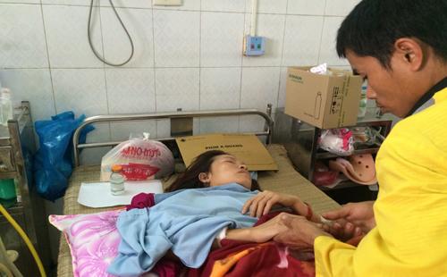 Chị Nguyệt bị đâm xuyên phổi nhưng đã ổn định sức khỏe. Ảnh: Lê Hoàng.