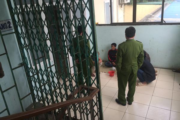 Khu vực nghi can Tường điều trị luôn có cảnh sát canh phòng cẩn mật.