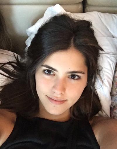 Hoa hậu Hoàn vũ 2014 - Paulina Vega - đăng tải bức ảnh gương mặt không son phấn của mình và kêu gọi nhiều người đẹp khác làm tương tự để ca ngợi vẻ đẹp của sự tự tin, tự nhiên.