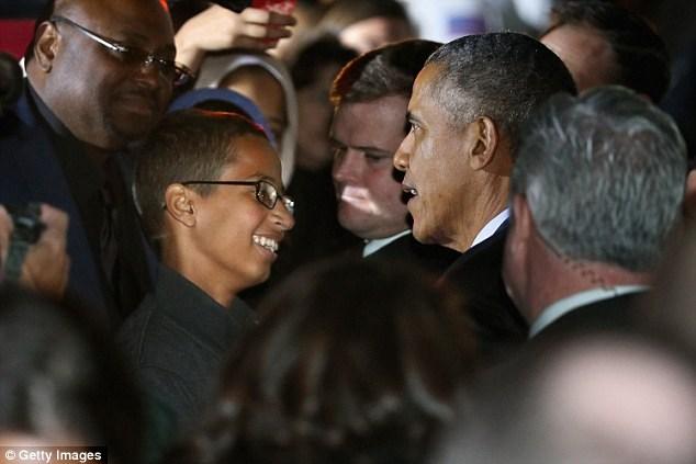 Ahmed Mohamed trò chuyện với ông Obama. Nguồn: Getty