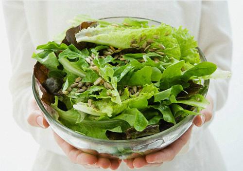 Chế độ ăn thực vật bao gồm nhiều rau, trái cây, đậu, ngũ cốc... giảm nguy cơ ung thư. Ảnh: Starmine News