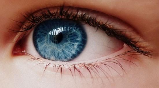 Mắt của bạn hoàn toàn có thể bị cháy nắng.