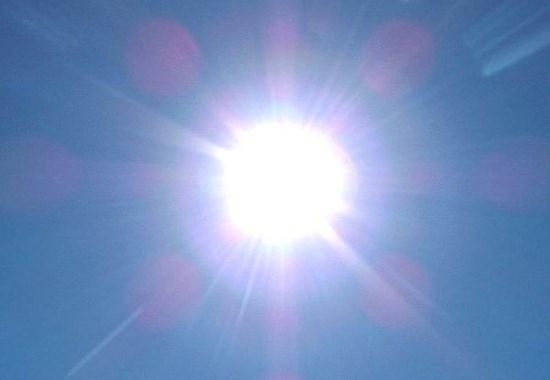 Theo nhà khoa học Ray Kurzweil, nhu cầu sử dụng năng lượng của thế giới có thể được đáp ứng chỉ với 1/10.000 năng lượng ánh sáng Mặt trời chiếu trên Trái đất.