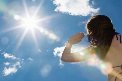 Mặt trời chỉ là một ngôi sao kích cỡ trung bình nhưng nó có thể chứa được khoảng 1,3 triệu Trái đất bên trong.