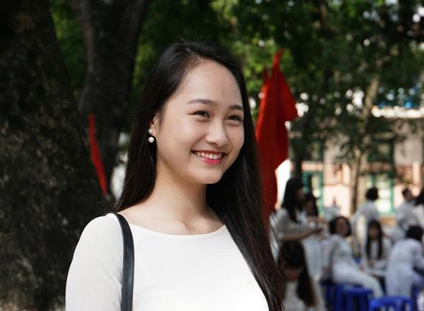 Nguyễn Thu Hà trong ngày khai giảng năm học mới