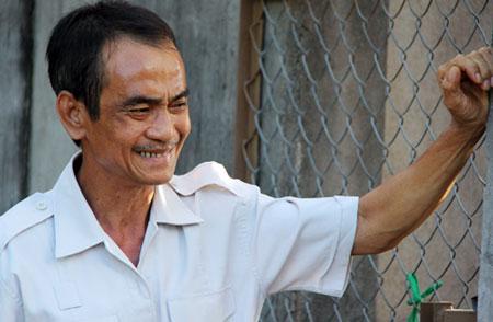 Ông Nén nhớ mẹ - đã mất một năm trước khi ông được tự do. Ảnh: Hoàng Trường