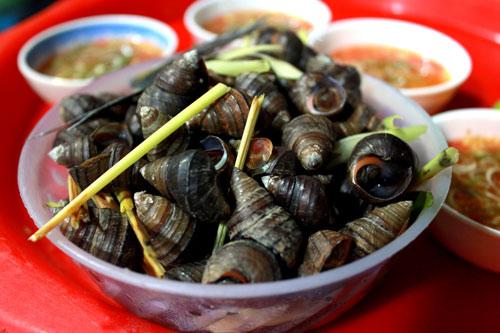 Ốc luộc là món ăn dân dã được rất nhiều người ưa thích.