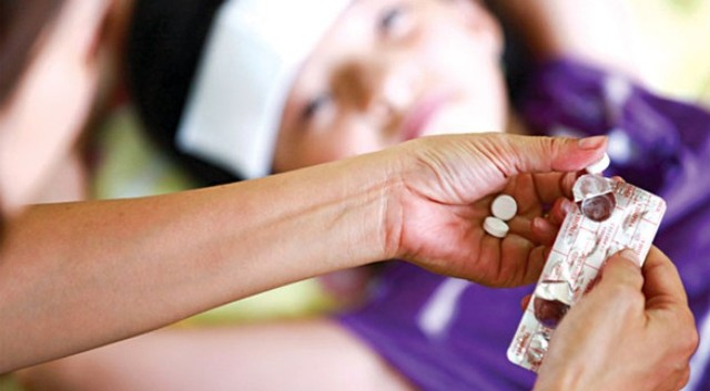 Hạ sốt cần đúng cách để bệnh không nặng thêm.