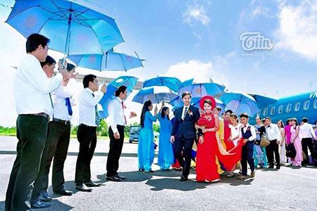 Đám cưới gây xôn xao khi thuê nguyên chiếc máy bay để rước dâu