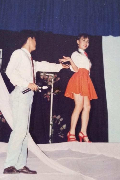 Việt Hương và Tiết Cương trong tiết mục thi tốt nghiệp thanh nhạc ngày còn đi học