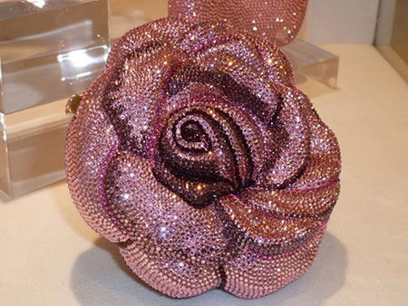 Chiếc ví hiệu Leiber (Leiber Precious Rose) có giá 92.000 USD.