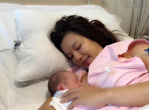 Hai lần sinh nở cách nhau 6 năm, nữ diễn viên không khỏi bỡ ngỡ