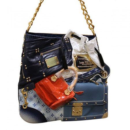 Túi Louis Vuitton Tribute Patchwork được bán với giá 52.500 USD. Chiếc túi này được cắt ghép từ hình ảnh của 15 mẫu thiết kế túi Louis Vuitton - thương hiệu túi cao cấp hàng đầu thế giới./.