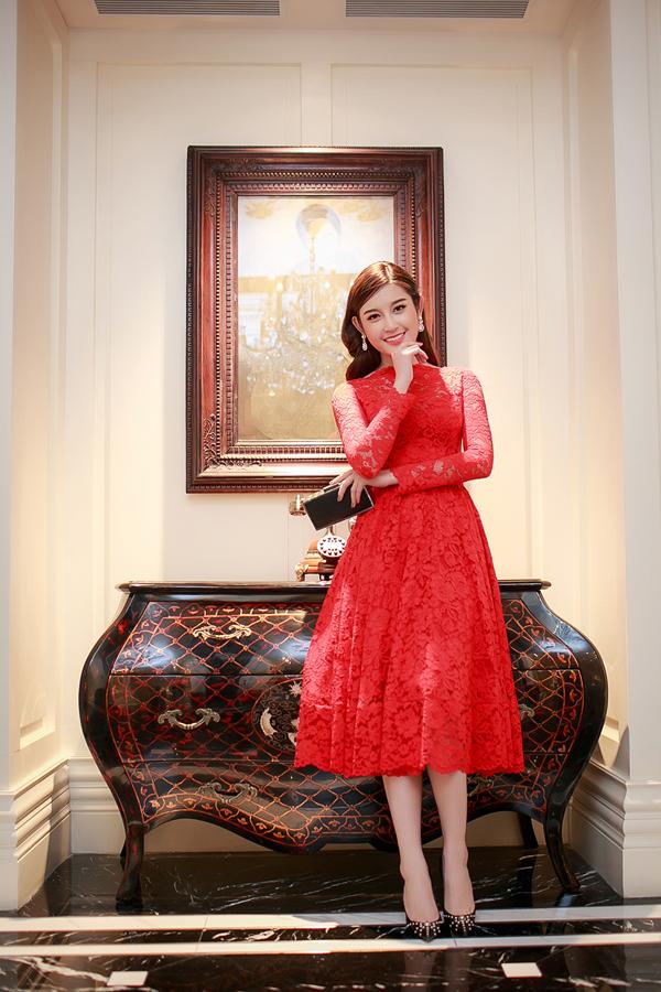 Tuy nhiên, vốn là một sinh viên của Học viện thời trang London nên Huyền My cũngđang dần lên tay hơn trong việc tự chọn và phối đồ mặc ngoài đời cũng nhưkhi tham gia các sự kiện.
