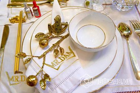 Khung cảnh xa hoa và những chi tiết nhỏ lấp lánh ánh vàng trong bữa tiệc của Đàm Vĩnh Hưng