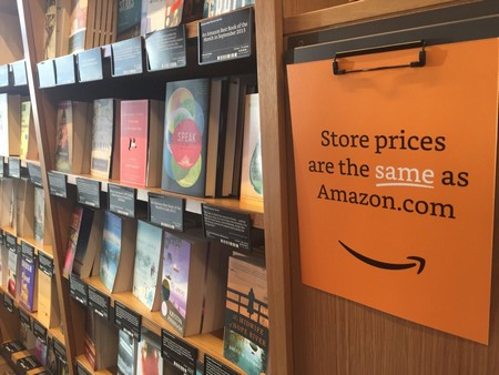 Mức giá các sản phẩm trong cửa hàng tương đương với giá niêm yết trên gian hàng trực tuyến của Amazon, tuy nhiên người dùng có thể trải nghiệm trực tiếp trước khi mua