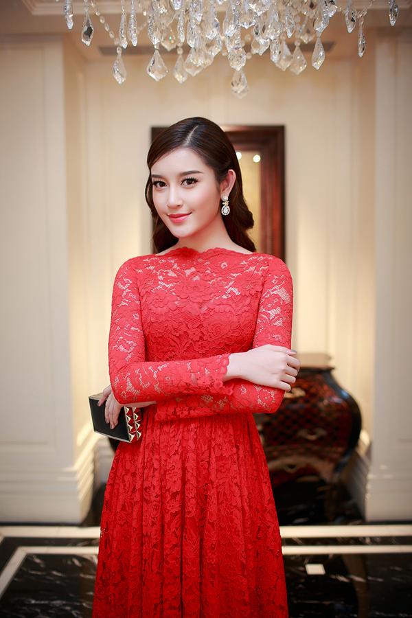 Sắp tới, Á hậu sẽ có khóa du học ngắn hạn tại Anh về chuyên ngành nghệ thuậtvà thời trang nên người đẹp hy vọng sẽ có sự thay đổi về phong cách thời trangđể ghi dấu ấn với công chúng.