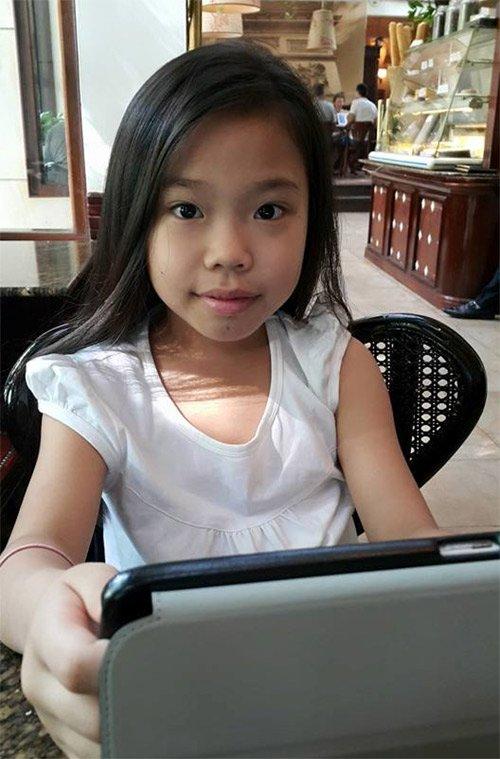 Khi chia sẻ hình con gái trên trang cá nhân, Trần Lập cho biết, bé Minh Tú có nhiều nét giống với mẹ anh.