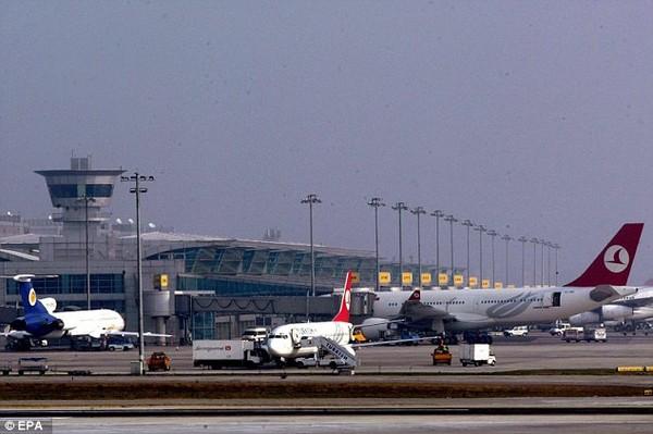 Xác của cô Sutton được tìm thấy trong nhà vệ sinh tại sân bay Ataturk.