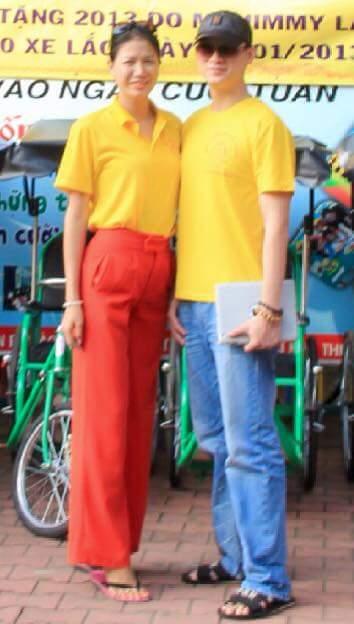 Tấm ảnh hiếm hoi của Trang Trần và cha của bé Kiến Lửa được chia sẻ trên Facebook.