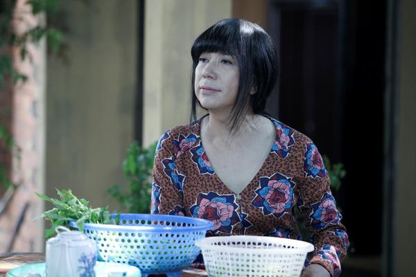 Long Nhật trong tạo hình dì Bông chịu thương, chịu khó trong phim Hùng Ali.