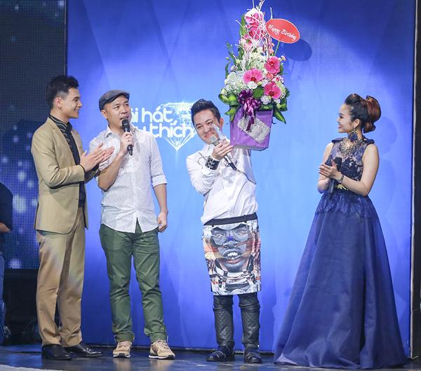 Với phần thể hiện xuất sắc, Tùng Dương đã giành được giải thưởng Ca sĩ của tháng.