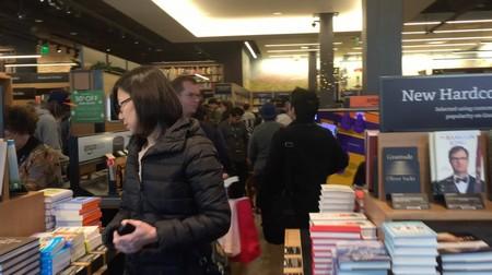Cửa hàng đã phá vỡ truyền thống 20 năm chỉ bán sách trực tuyến của Amazon
