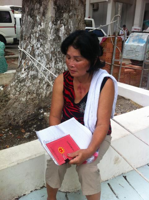 Bà Lan, mẹ nạn nhân Dũng, đau buồn vì chuyện tình bi kịch của con trai.