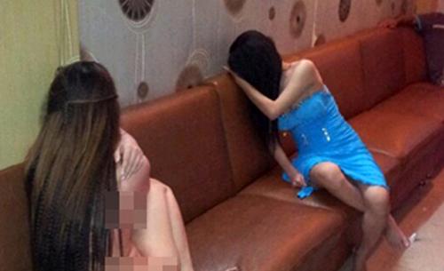 Tiếp viên quán karaoke trong một lần bị lực lượng chức năng xử lý.