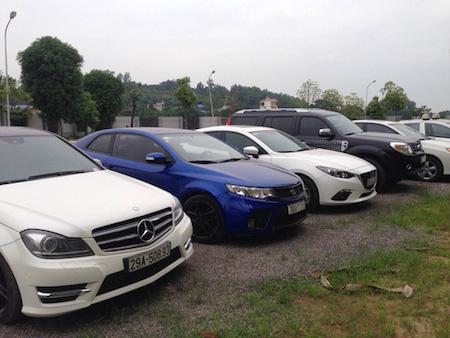 Trong số ô tô bị tạm giữ có cả xe hạng sang.