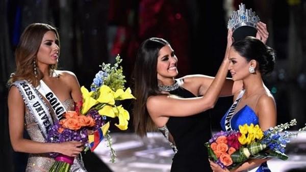 Bê bối đọc tên và trao vương miện nhầm tại Miss Universe năm nay trở thành tiêu điểm truyền thông mấy ngày qua - Ảnh: AFP