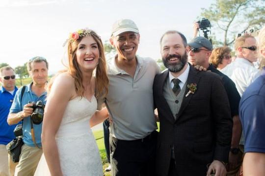Tổng thống Obama chụp ảnh cùng anh Brian Tobe và chị Stephanie. Ảnh: THE YOUNGRENS