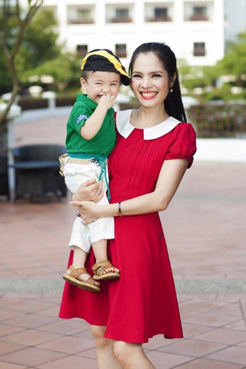 Kiều Thanh và con trai
