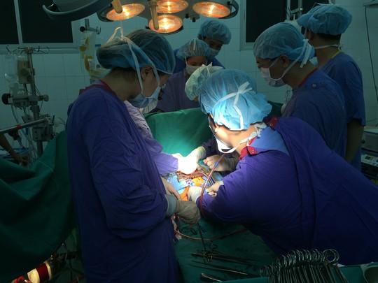 Những hình ảnh lần đầu công bố về ca ghép tạng xuyên Việt - 23