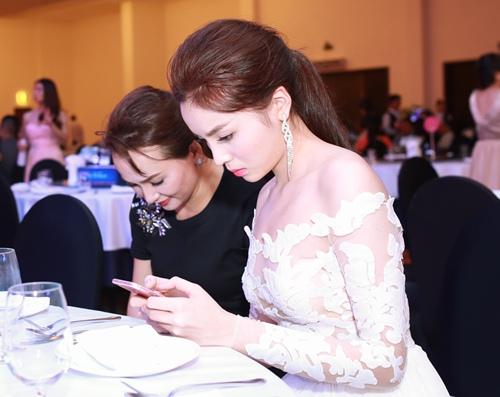 HH Kỳ Duyên vai trần gợi cảm dự tiệc tại Nha Trang - 8
