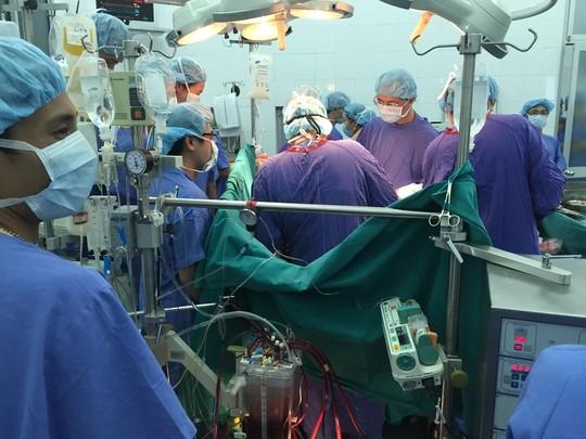 Những hình ảnh lần đầu công bố về ca ghép tạng xuyên Việt - 29