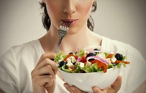 Không nên để bụng đói vì chúng sẽ khiến bạn kiệt sức. Hình minh họa.