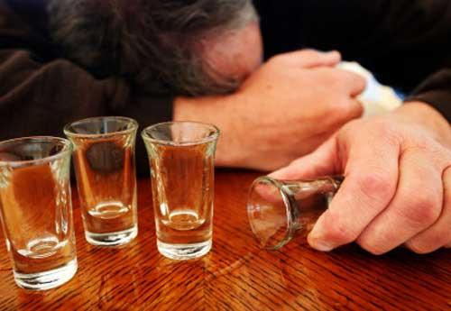 60% bạo lực gia đình xuất phát từ say rượu (Ảnh minh họa)