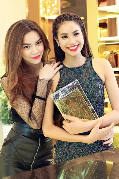 Hồ Ngọc Hà là một trong những sao Việt ủng hộ Phạm Hương nhiệt tình khi tham gia Hoa hậu Hoàn vũ tại Mỹ.