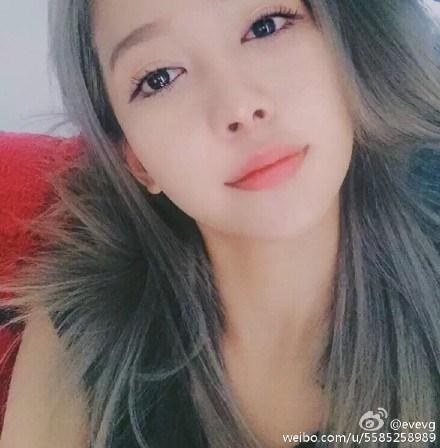 Cô gái được cho là chủ nhân clip nóng có nhiều điểm tương đồng với Angelababy - Ảnh: Weibo