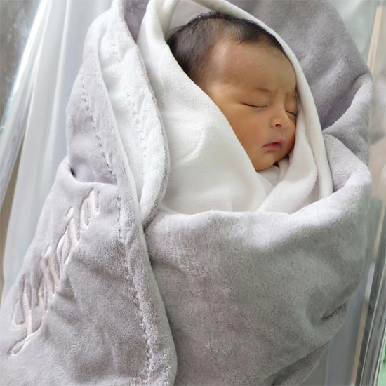 Bức ảnh khác của béMaria Letizia được bố chụp khi bé mới chào đời 2 ngày.