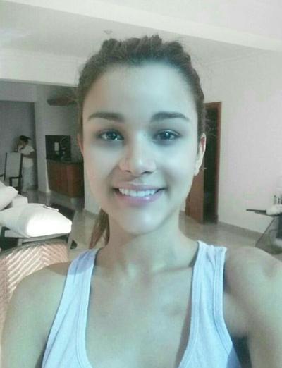 Clarissa Molina Contrera, Hoa hậu Cộng hòa Dominica năm 2015, cũng là một người mẫu chuyên nghiệp. Người đẹp 24 tuổi sở hữu làn da mịn màng, đôi mắt hút hồn.
