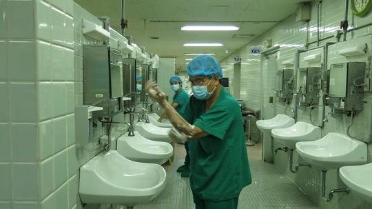 Những hình ảnh lần đầu công bố về ca ghép tạng xuyên Việt - 3