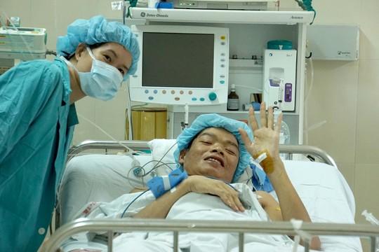 Những hình ảnh lần đầu công bố về ca ghép tạng xuyên Việt - 33