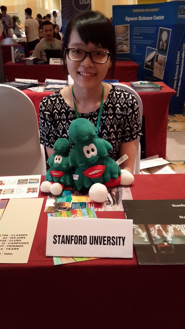 Cô nàng đại diện trường ĐH Stanford ở hội thảo du học VietAbroader.
