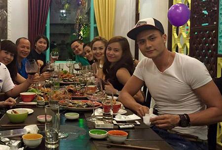 Tháng 8/2015, Hoàng Thùy Linh đã cùng bạn bè tổ chức sinh nhật giản đơn, ấm cúng. Dĩ nhiên, Vĩnh Thụy đã có mặt và ngồi cạnh cô trong suốt bữa tiệc.