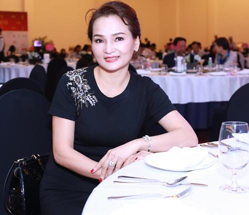 HH Kỳ Duyên vai trần gợi cảm dự tiệc tại Nha Trang - 2
