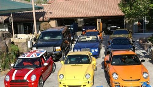 Bộ sưu tập các loại siêu xe của Cường Đôla không kém gì bộ sưu tập siêu xe của một thiếu gia Trung Đông.