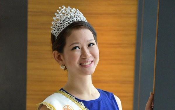 Charity Lu (24 tuổi) là đại diện của Singapore. Cô sở hữu chiều cao 1,70 m, làm nghề phiên dịch tự do. Ảnh:wordpress.com